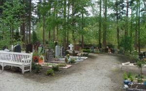 Grafstenen aan pad, begraafplaats Rusthof, Amersfoort