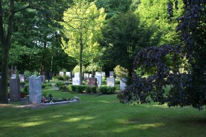 Grote, staande grafstenen op RK begraafplaats Maranatha, Amersfoort