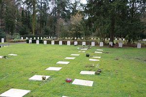 Doorn, Nieuwe Algemene Begraafplaats met grafstenen Bianco del Mare
