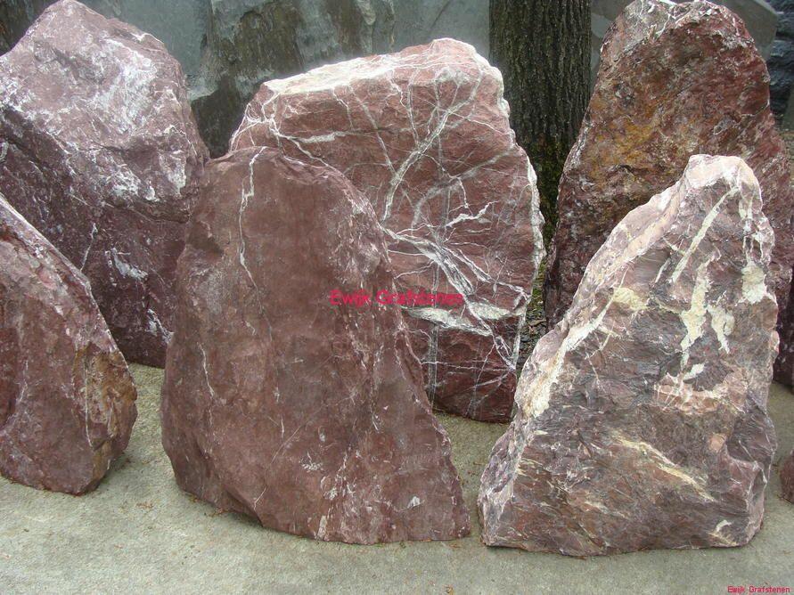 Ruwe natuurstenen en zwerfkeien