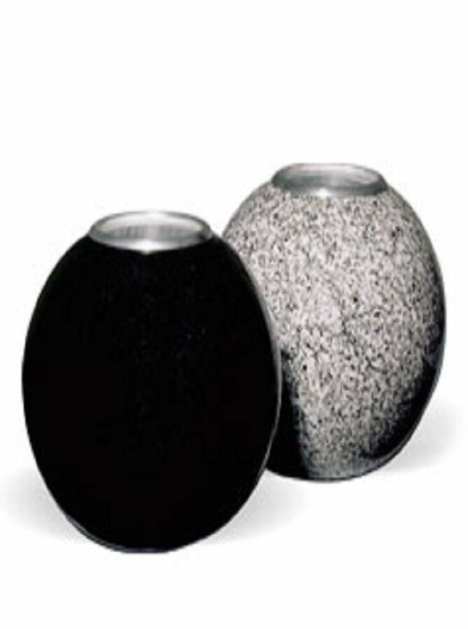 Vazen, lantaarns en bloembakken in graniet